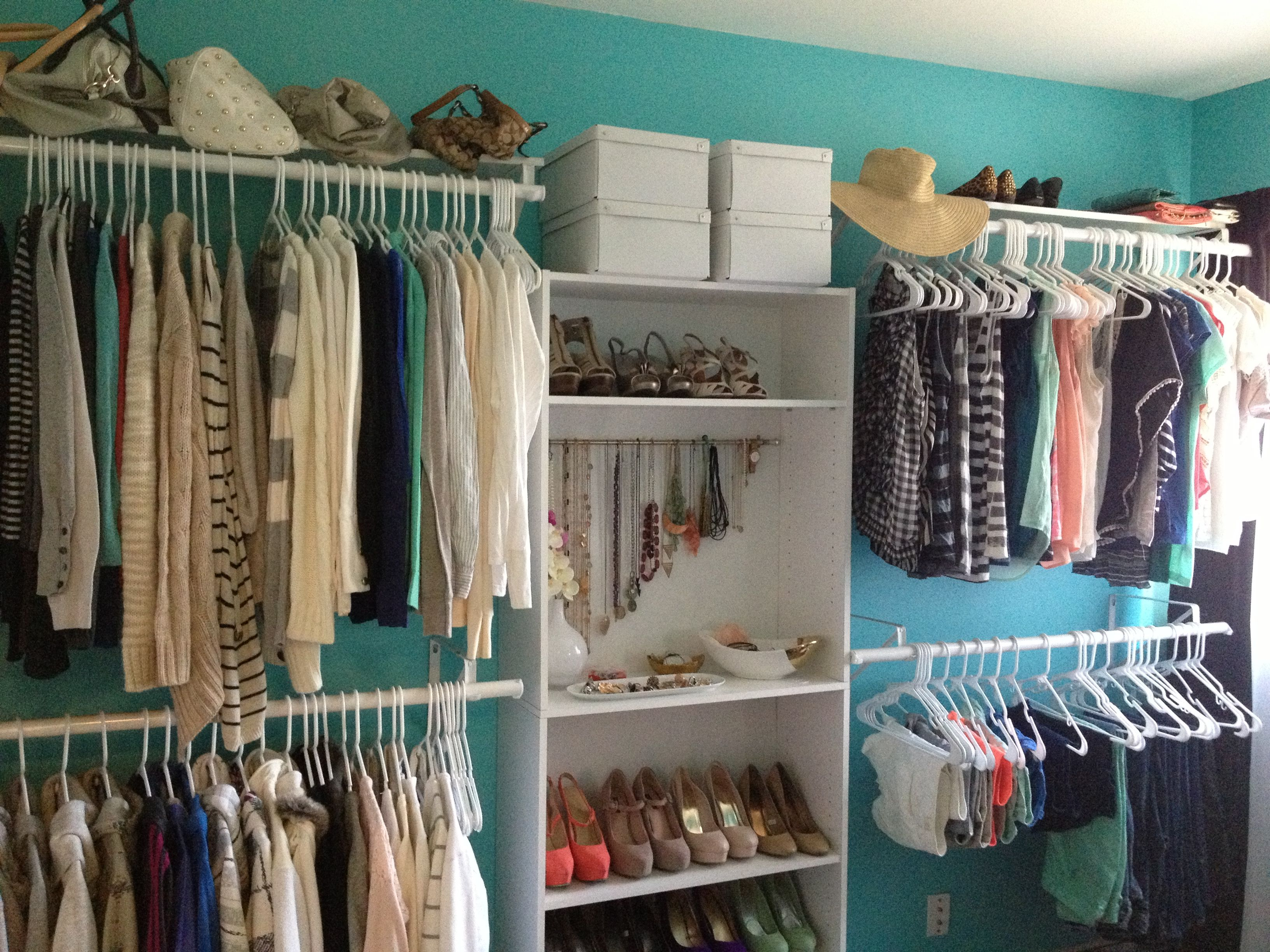 Extra bedroom turned into walk-in closet... this is what I did ...