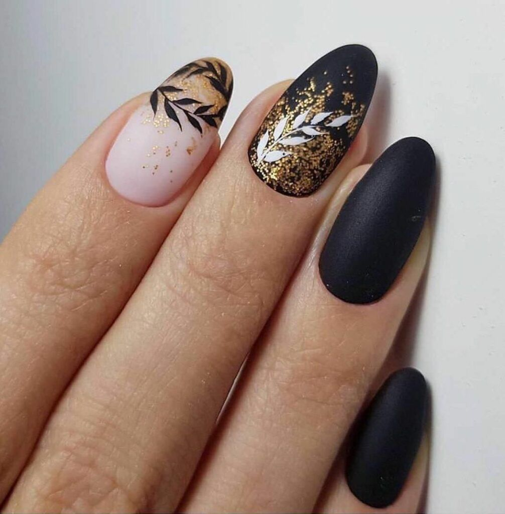 35 Fabulous Black Nail Designs For Ladies Black Nails Are Versatile Striking And Most Of All Fun Gel Nail Designs Short Square Nails Square Nail Designs