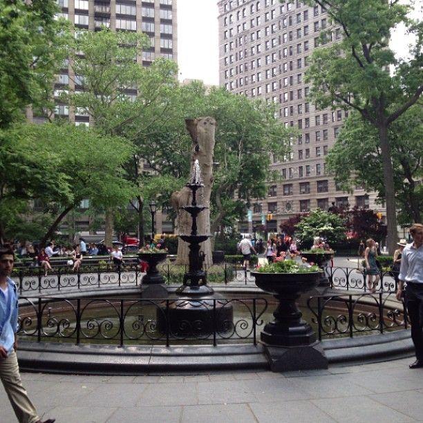여기에 본점이 쉑쉑버거 본점이 있었는데... 이제는 없다... 곳곳에 많으니까... 공항에도 있으니까... 곧 있으면 한국에도 들어온다니까... 쉑쉑버거 찾으로 헤맬 필요 없다. Madison Square Park in New York, NY