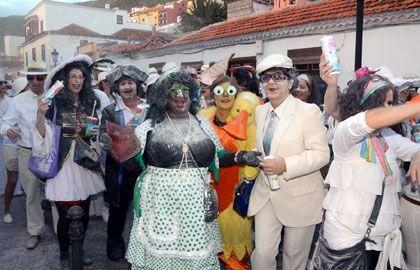 Grupo Mascarada Carnaval: San Sebastián viste sus calles de mascaritas y Pol...