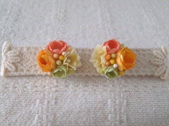 すべて一枚一枚染めて、こてあてした染め花です。手染めの小さなお花と花芯(ペップ)で作ったピアスです。下記の注意事項をよくお読みください。花の部分:1.8cm☆...|ハンドメイド、手作り、手仕事品の通販・販売・購入ならCreema。