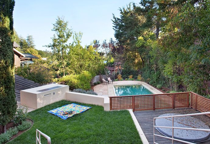 Modern House with Multiple Entertaining Spaces Small backyard