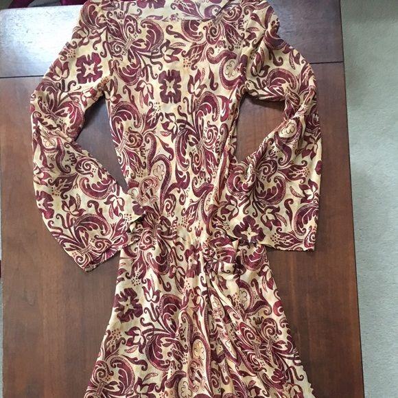 Diane von Furstenburg dress Beautifully feminine dress and shell. Diane von Furstenberg Dresses Asymmetrical