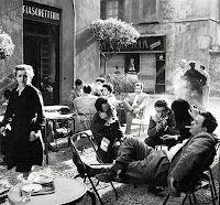 """BIANCIARDI IL PANE E LA PENTOLA: RIPENSARE IL LAVORO DELLA CONOSCENZA di S. Bologna """"Era uscita da un anno """"La vita agra"""" e per noi era stata come il pane. Bianciardi era stato capace di rappresentarvi perfettamente la figura dell'Intellettuale di sinistra, proprio quello che volevamo cercare di non essere. L'aveva dipinta così bene che quella maschera è entrata definitivamente nel repertorio della commedia italiana. Ma anche lui, in fondo, non era riuscito ad uscire da quel mondo""""."""