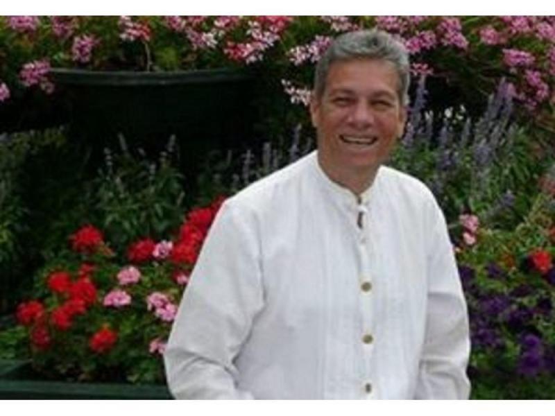 Óscar Poveda, folclorista panameño,vivió fascinado en exaltar las costumbres y tradiciones de su país, q.e.p.d.