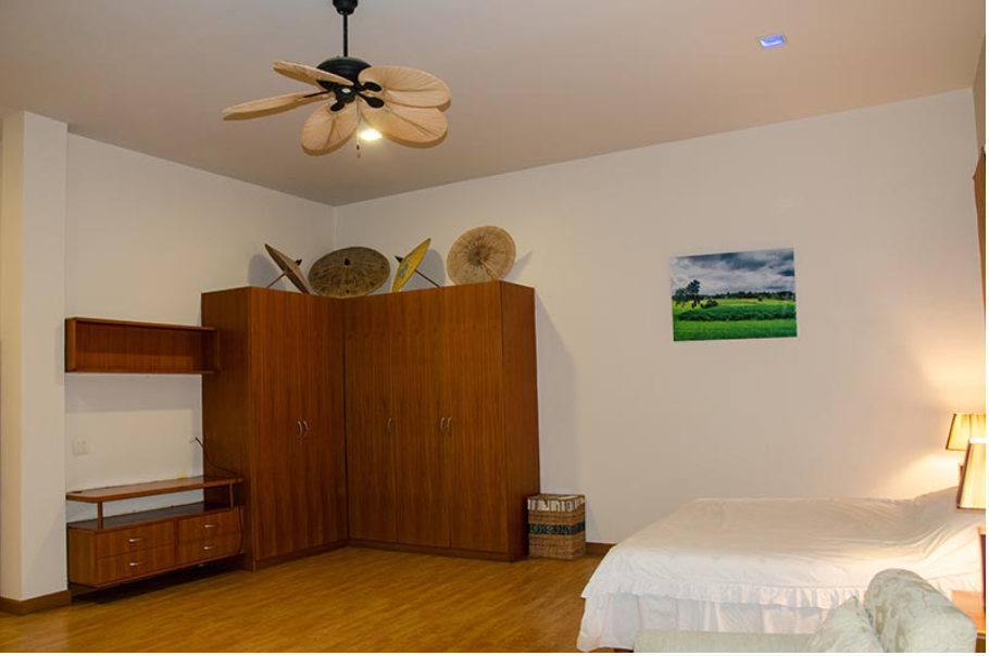 What S App Or Line Or Twitter Is Not The Best Way For The Seller To Communicate Bedroom Dimensions Hotel Sales Home