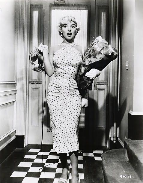 Diy Sewing Kit For Marilyn Monroe 39 S Polkadot Seven Year Itch Wiggle Dress Reproduction Modestil Norma Jeane Wunderschone Frau