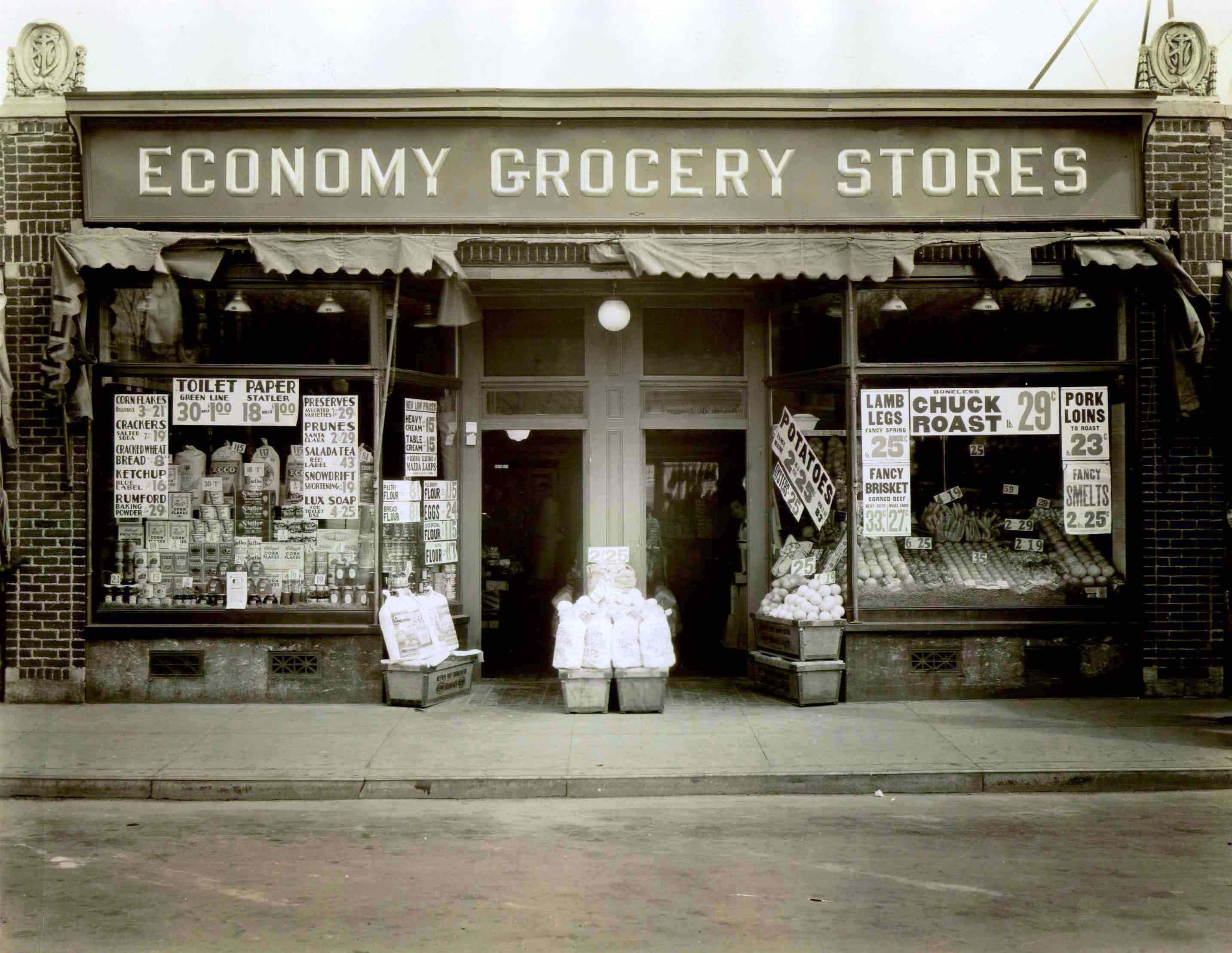 The First Economy Grocery Store Which Would Grow Into Stop Shop Opened By The Rabinovitz Family In Somervi Vintage Storefront Grocery Store Dolls House Shop