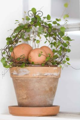 The Natural side of Easter ---love this, def going on my Easter Decorations to make this year.