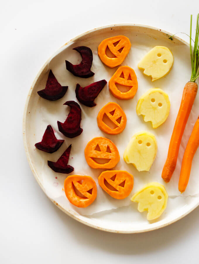 60 Vegan Halloween Recipes That Are Spooky And Healthy Hike N Dip In 2020 Vegan Halloween Treat Vegan Halloween Food Vegan Halloween