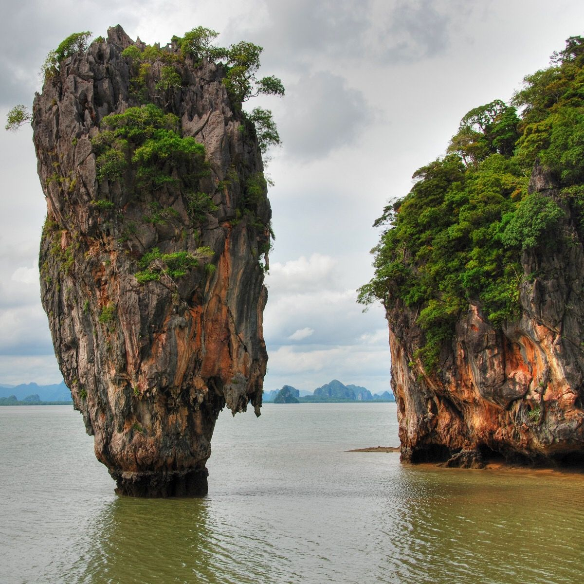 The Famous Rock At James Bond Island Khao Phing Kan In Thailand Landschaft Berge Natur