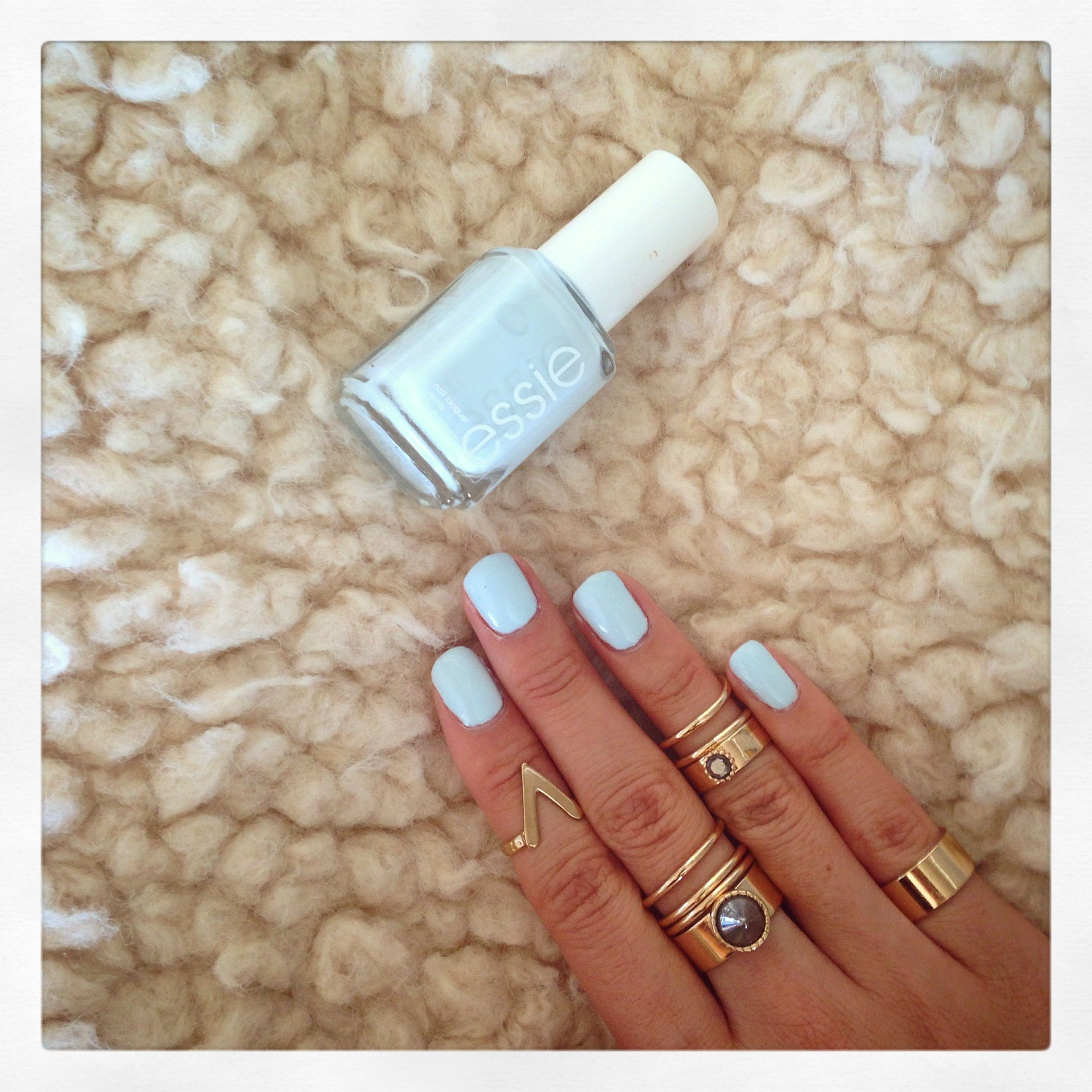 Style Lullaby Find Me An Oasis Essie Www Stylelullaby Com Cute Nails Essie Nail Round Nails