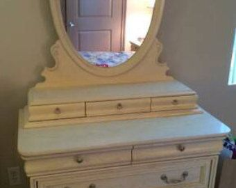Vintage FrenFrench Provincial Bedroom Set By Lexington
