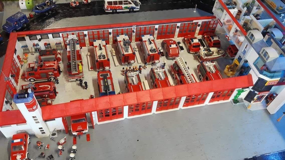 Pin Von Manu Serby Auf Playmobil Meine Leidenschaft Teil 25 Die Feuerwehr Spielzeug Playmobil Dachausbau Ideen
