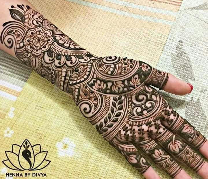 Bold Indian mehendi design