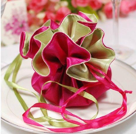 Cheap Free Shipping  Double sided Color Satin Wedding Gift Bag Pink and Green Brocade Wedding Favor Bags 100pcs/lot, Compro Calidad Artículos de Fiesta directamente de los surtidores de China:     De doble cara bolsa de regalo de boda de raso de color rosa y verde del brocado de la boda Bolsos 100 unids/lo