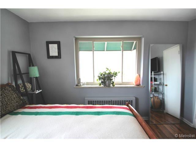 Bedroom 2100 Franklin Street UNIT 20, Denver, CO 80205 - #: 8249743 #forsale #condo #denver #realestate #staging #vintage #decor #homedecor #hudsonbayblanket #mirror