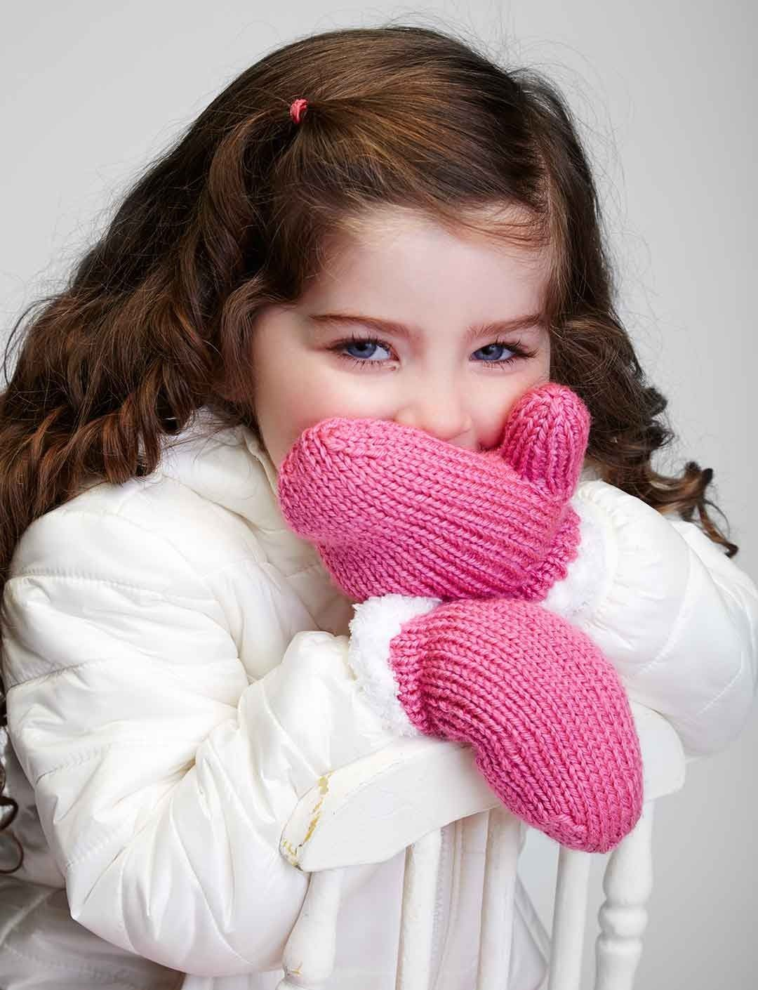 Yarnspirations.com - Bernat Let it Snow Mittens | Alexis ...
