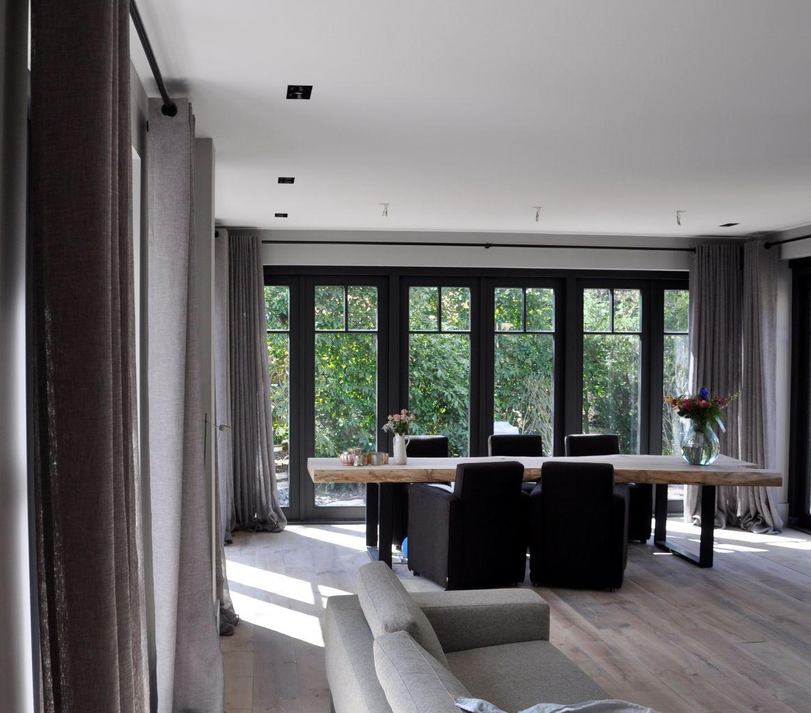 Schitterende vrijstaande villa Bergen. Alle raambekleding geleverd ...