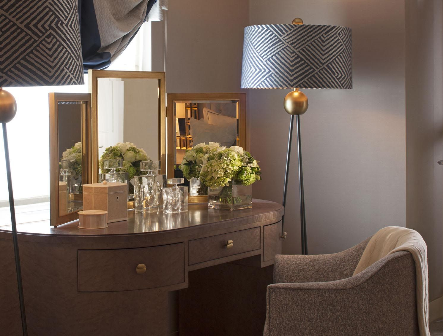 hyde park luxury apartment - dressing table - interior design by, Innenarchitektur ideen