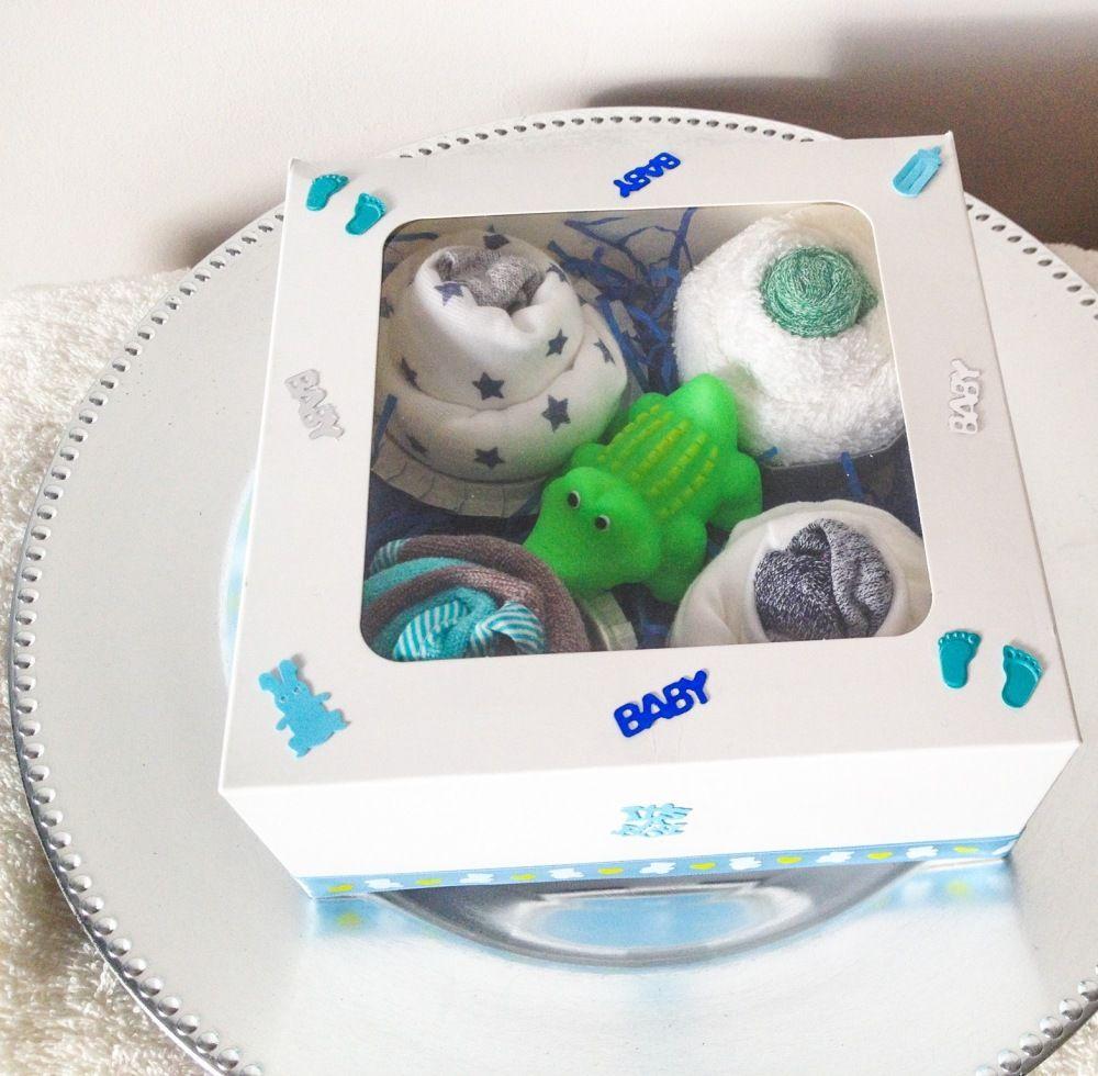 Cadeau de naissance   lot de 4 cupcakes pour bébé   cadeau de noël