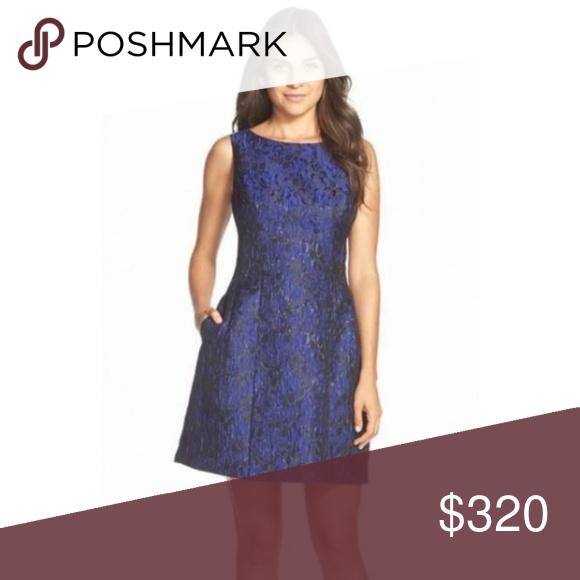 Aidan mattox dress size S BLUE AND BLACK AIDAN MATTOX DRESS SIZE SMALL BLUE AND BLACK.size 8 hur fit...