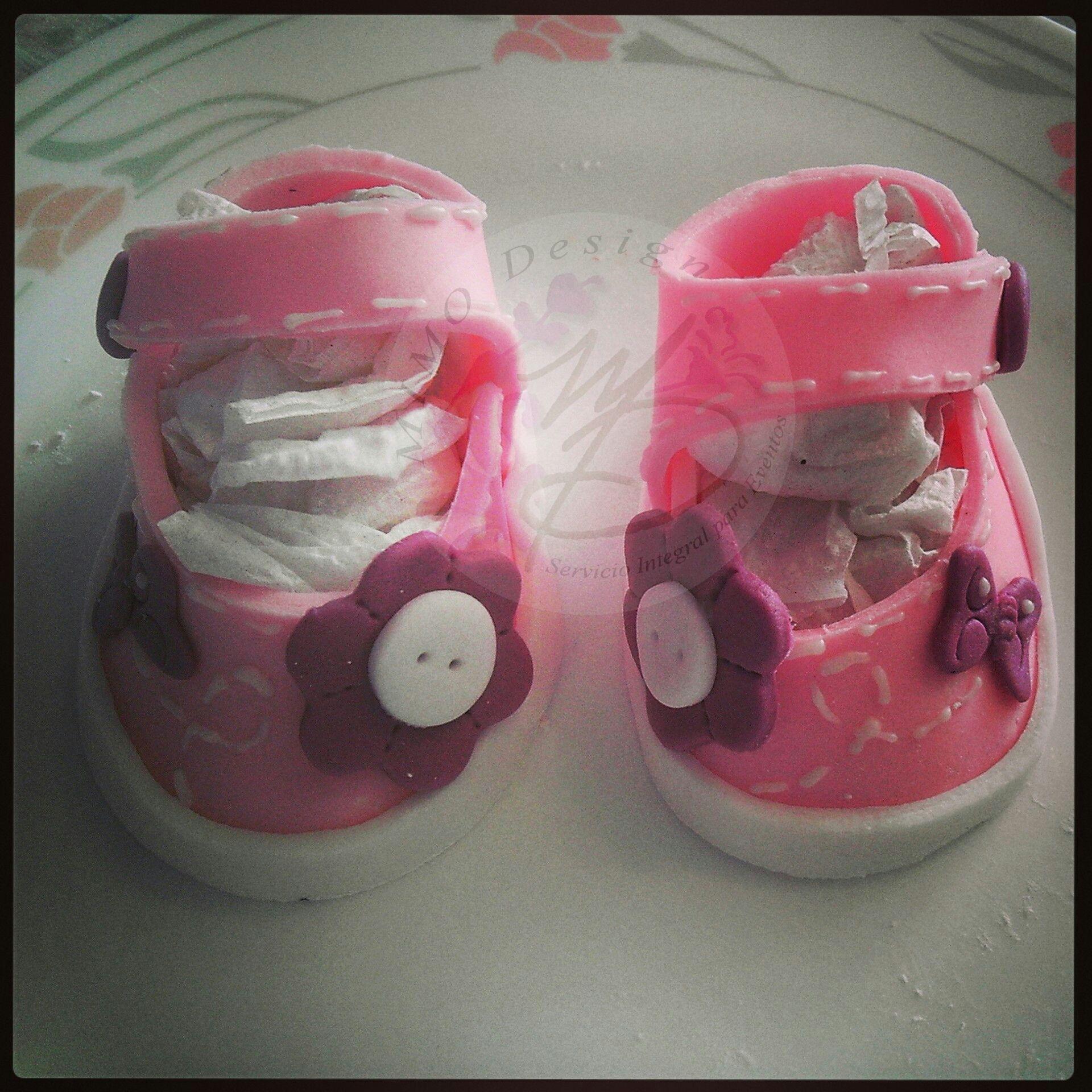 zapatitos en fondant Baby shower  https://www.facebook.com/MIMODESIGN.PASTELESCUPCAKES.MESAPOSTRESBOTANAS?fref=ts