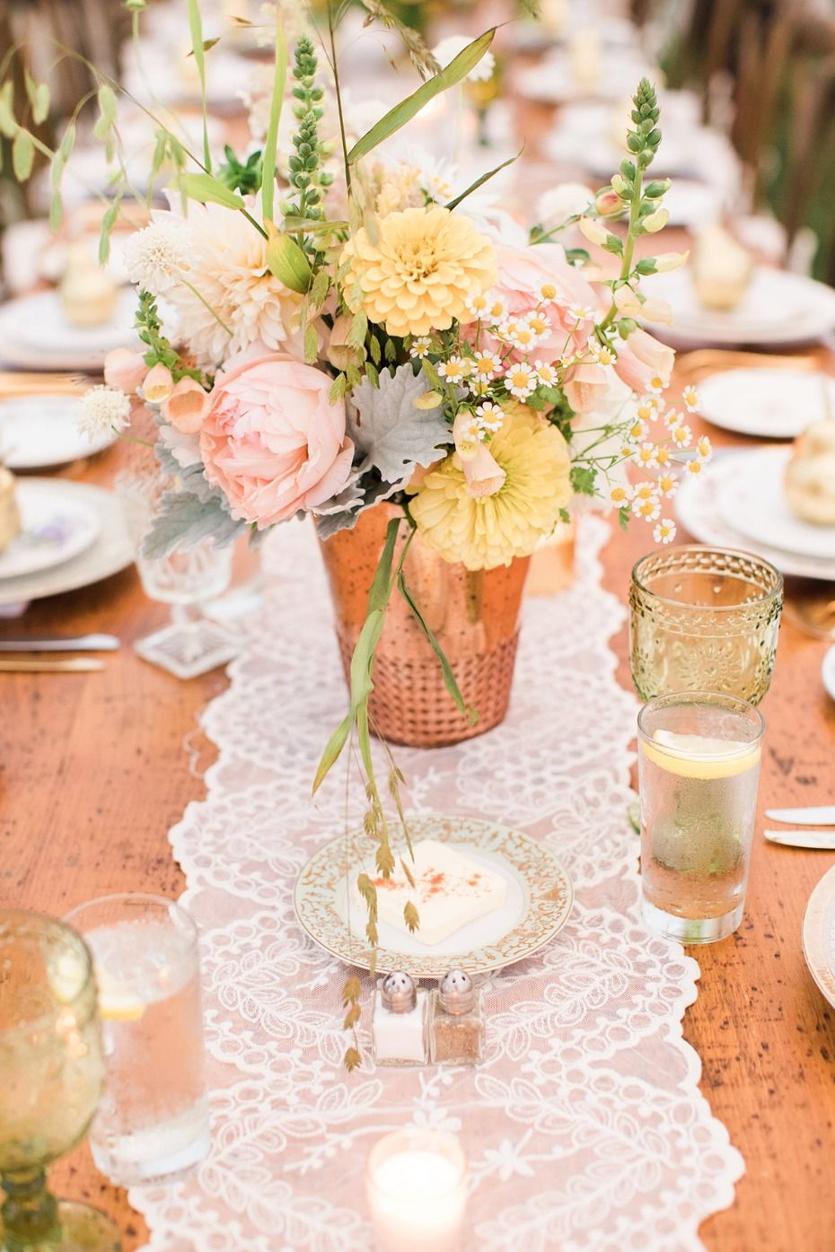 A Late Summer River Side Wedding In New York State Wedding Table