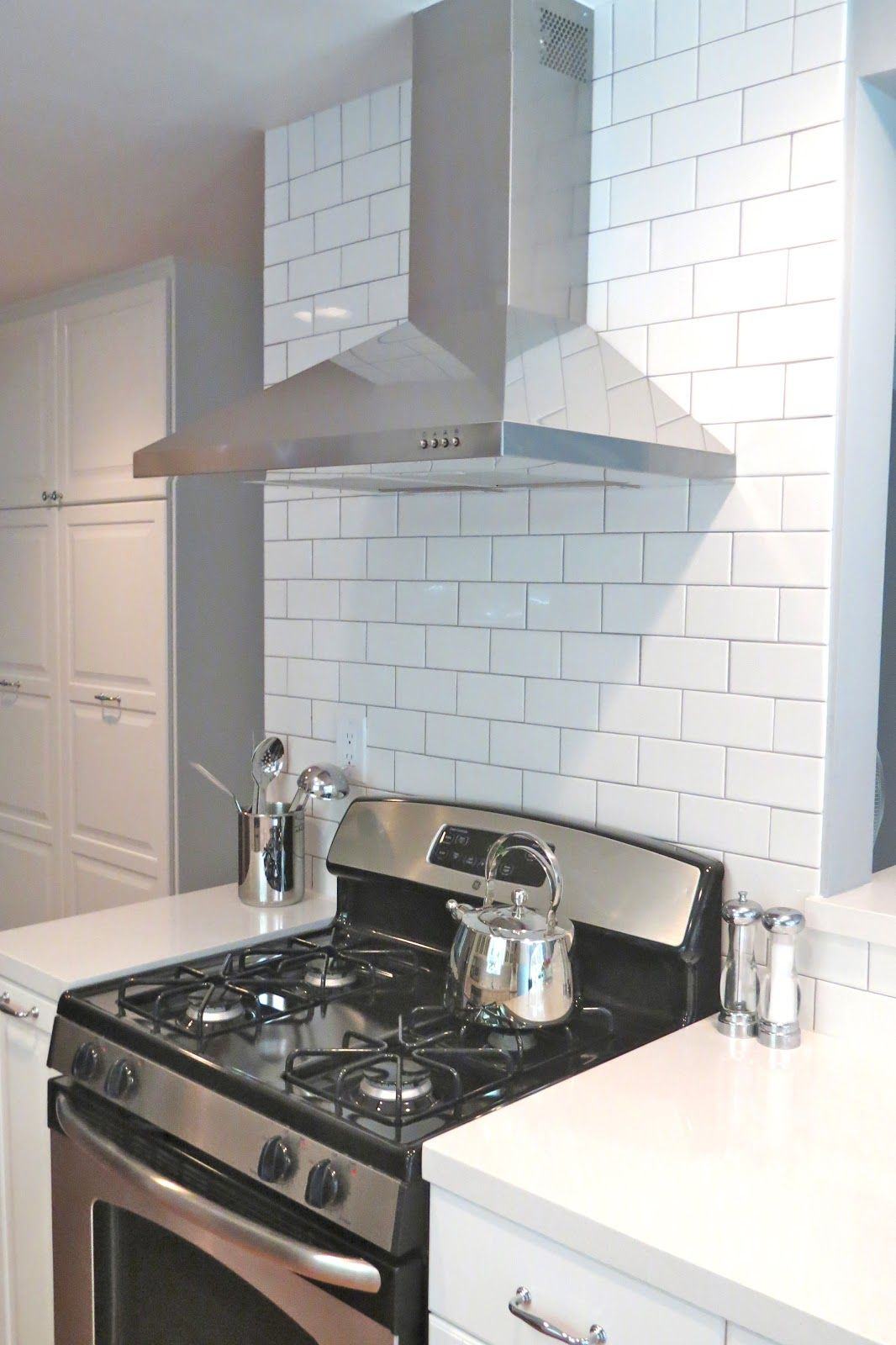 Luftig exhaust hood, tiled backsplash and floor to ceiling pantry ...