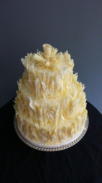 Shaved White Chocolate (carrot cake) Wedding cake por CAKE Amsterdam - Cakes by ZOBOT