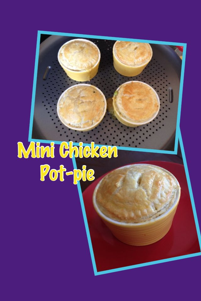 I made these mini pot-pie for after school snack. If you made the filling before, it's a very quick homemade snack.