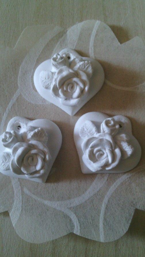 Gessetti profumati realizzati per confezione di bomboniere o semplicemente come profumatori per ambienti. L'essenza si può scegliere