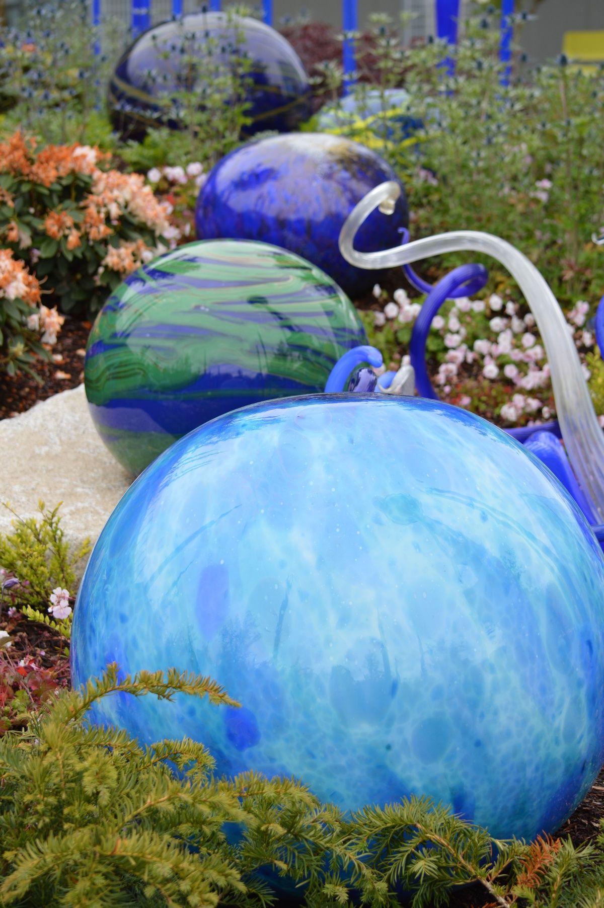 Chihuly garden spheres garden design pinterest for Sphere garden design