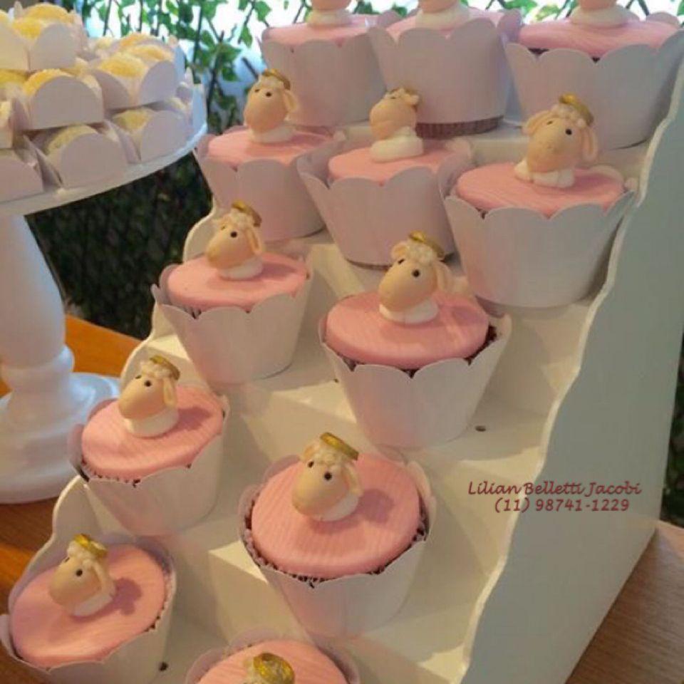 Cupcake com tema ovelha para Batizado