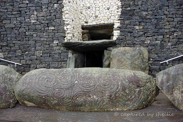 Newgrange Passage Tomb Co Meath Ireland With Images Newgrange Ireland Ancient Ireland County Meath