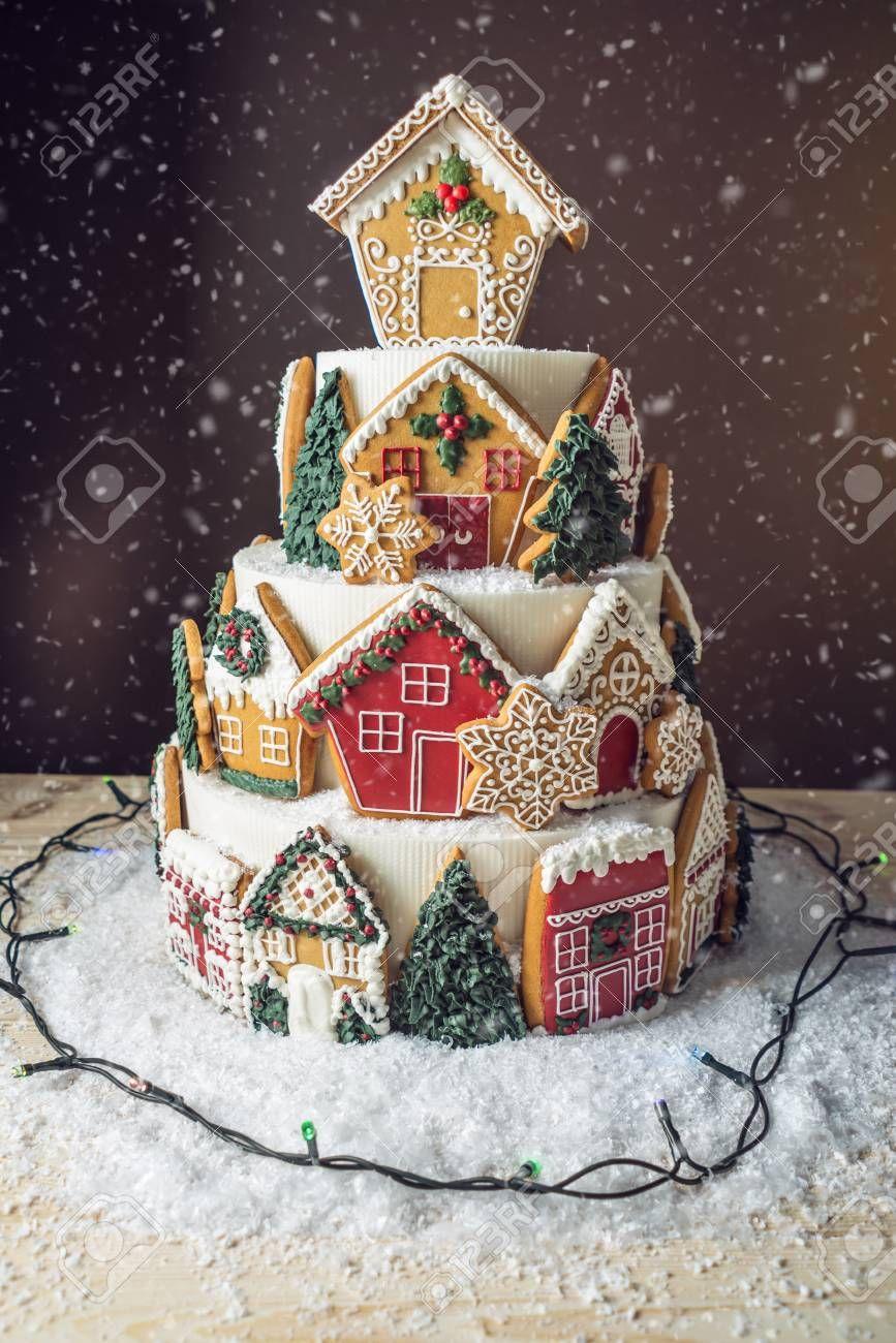 Image Result For Cake With Gingerbread Cookies Decorations De Gateaux De Noel Friandises De Noel Gateau Noel