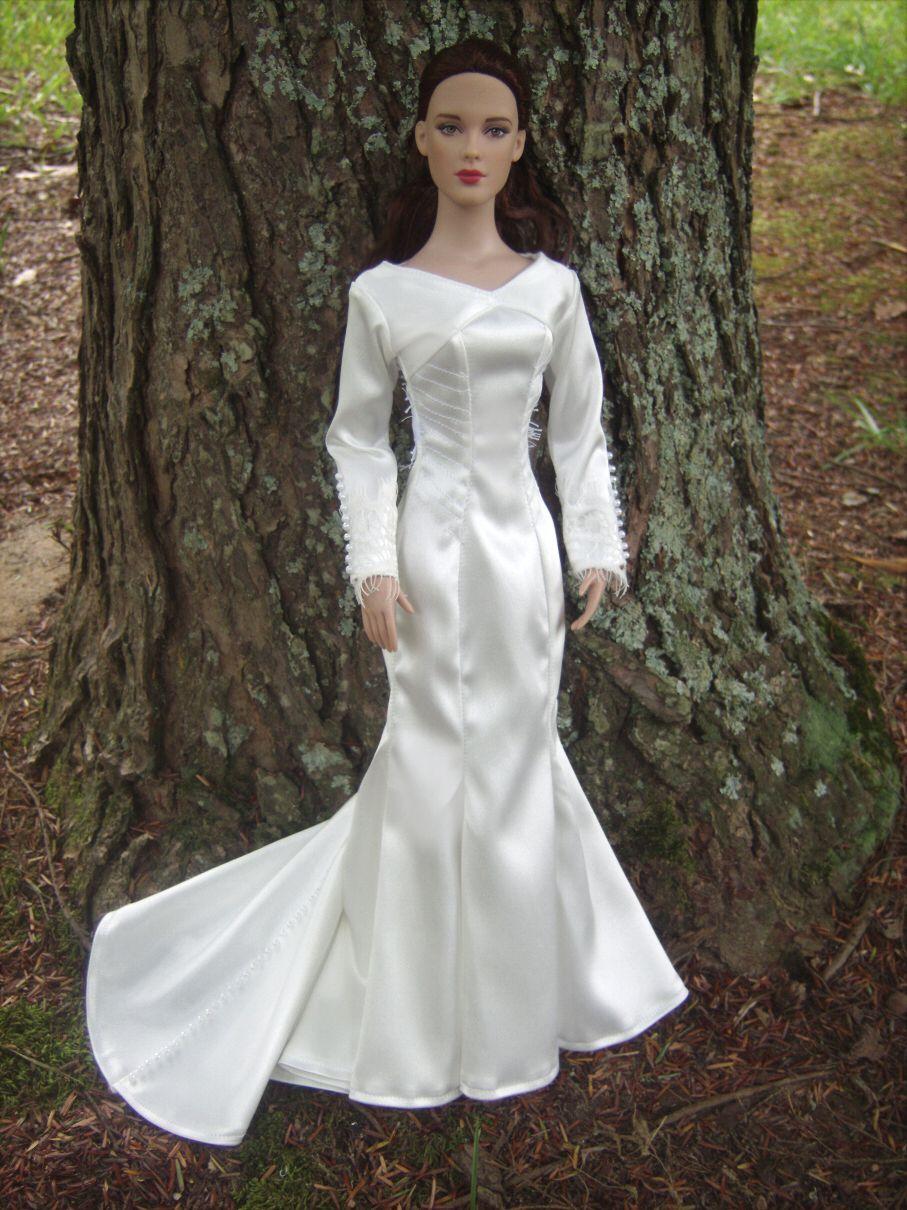 Bella Swan Wedding Gown From Twilight Breaking Dawn For 16 Tonner Dolls By Morgan May Stardust Dolls Http Www Stardustdolls Com [ 1210 x 907 Pixel ]