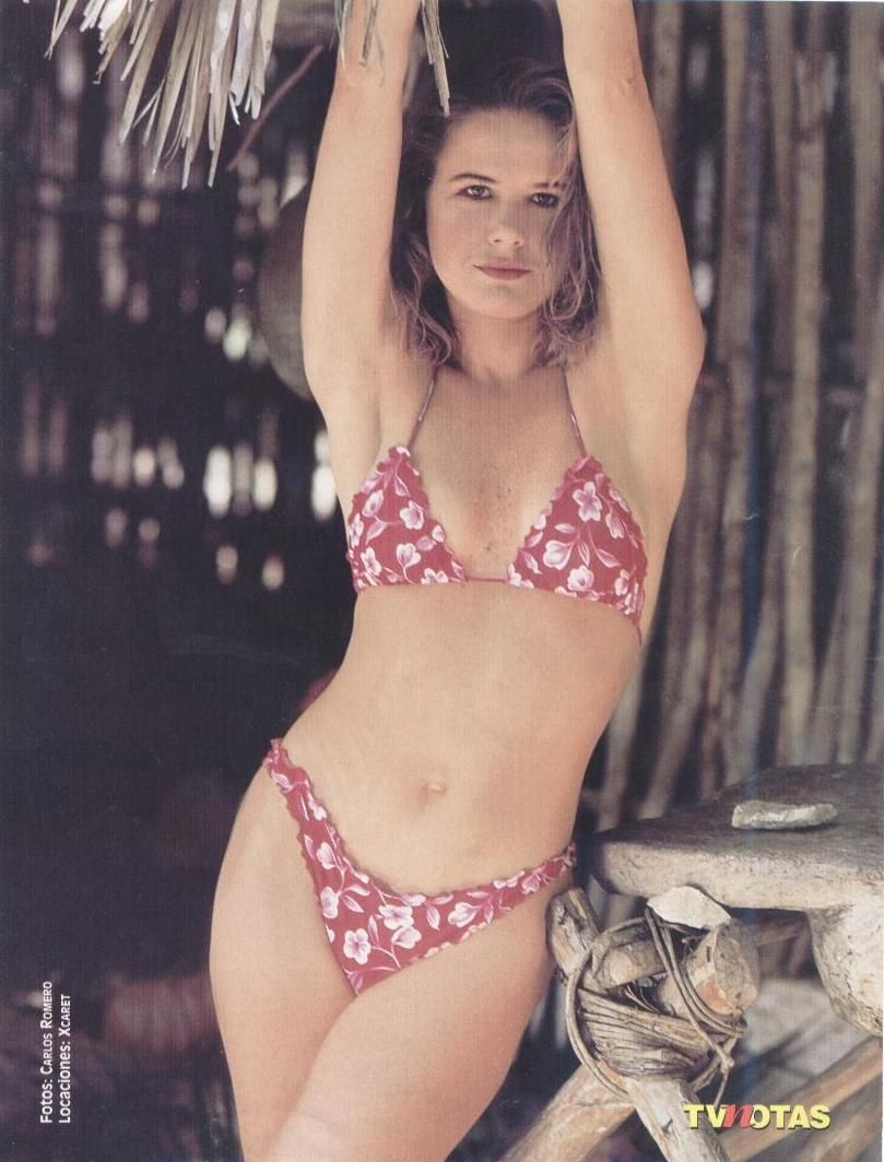 eeb0a1b23246b Nailea Norvind | 80s and 90s bathing suits | Mujeres mexicanas ...