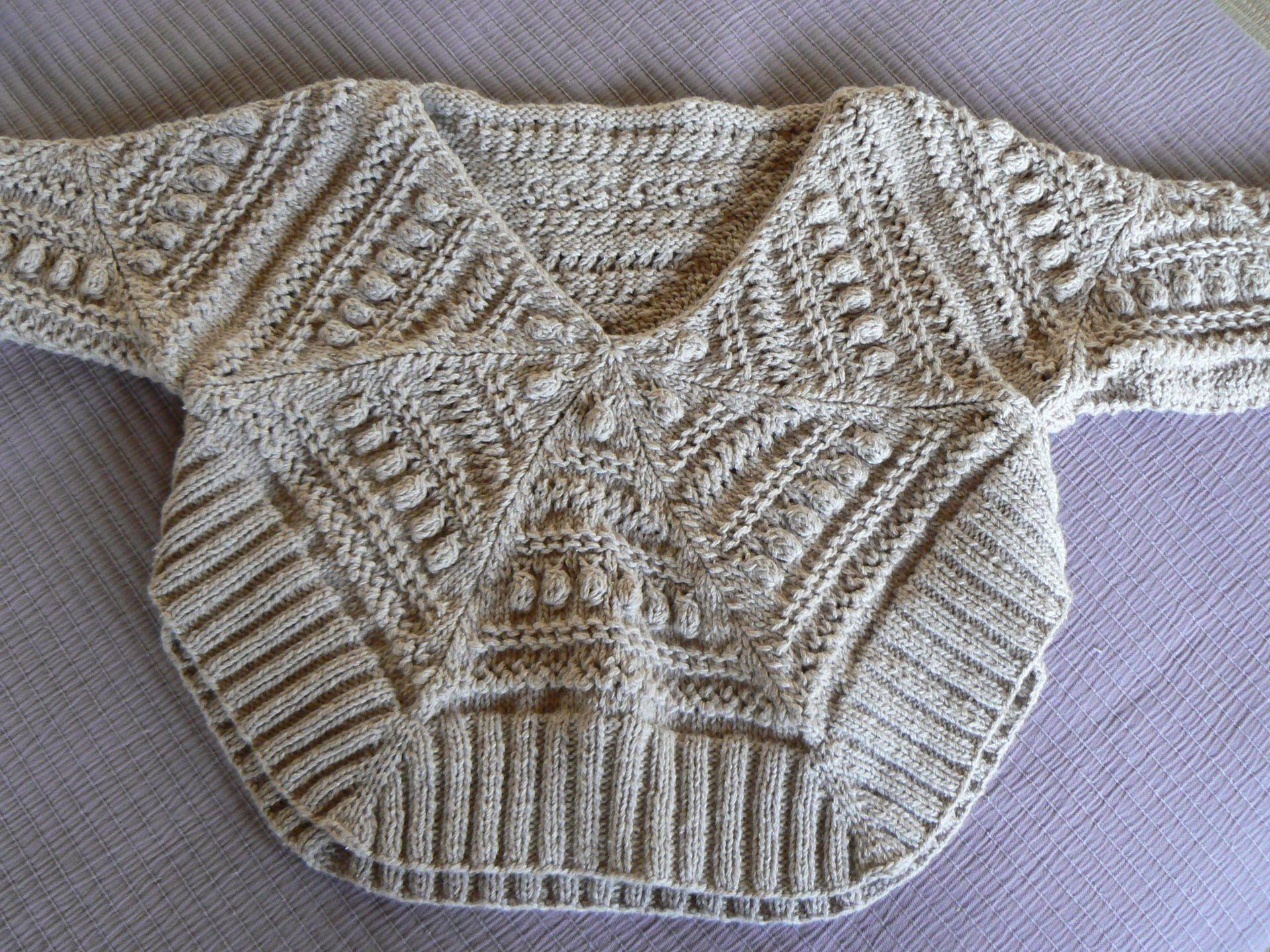 Relativ pull poncho enfant taille 10 ans tricoté en rond motifs irlandais  HG03