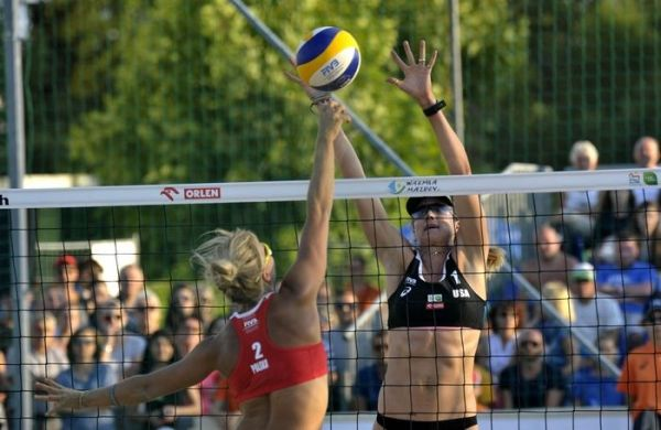 Usa Volleyball Walsh Jennings Splits A Pair Of Matches News Palo Alto Online Usa Volleyball Volleyball Articles Beach Volleyball