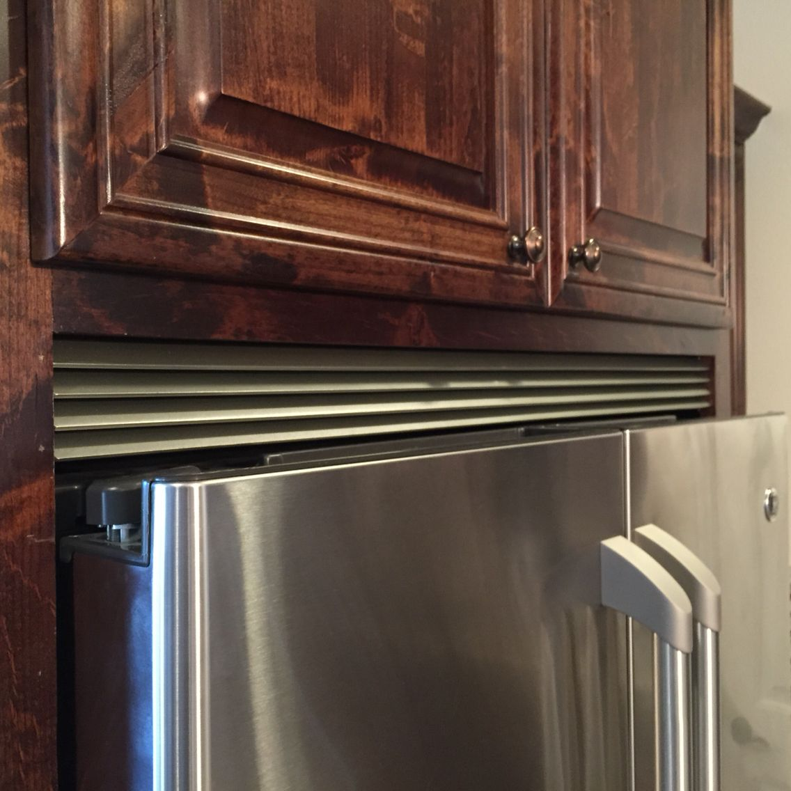 Metal Louvered Gap Filler Above Fridge Kitchen Design Kitchen