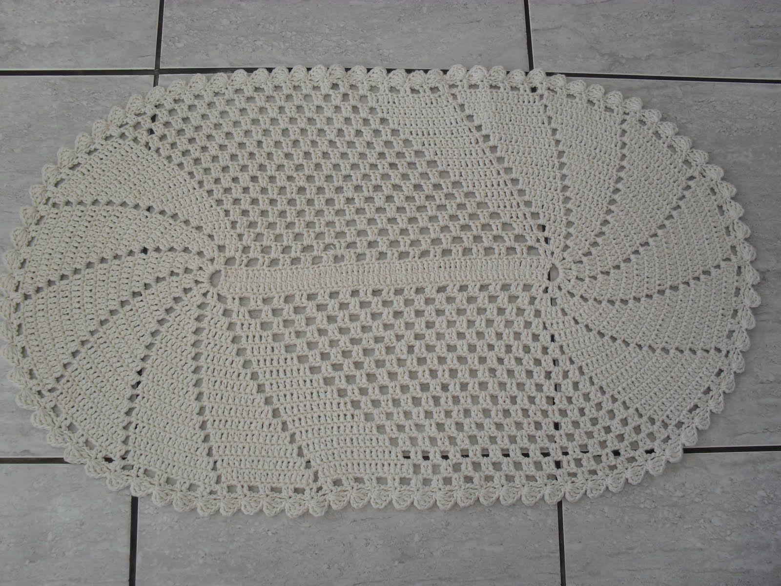 Olá minhas amigas, eis aqui uma encomenda entregue esta semana, este lindo tapetinho de crochê, aliás foram dois...   Aqui está o gráfico p...