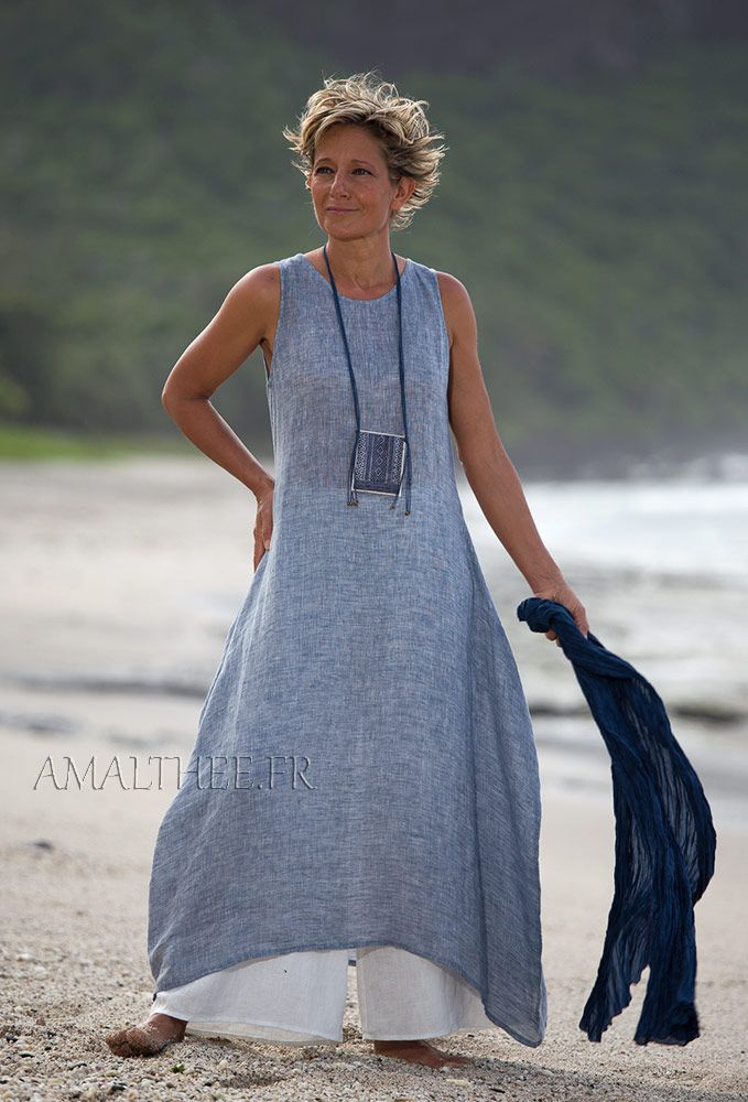 tenue tropicale femme tunique en voile de lin bleu et pantalon blanc large amalthee