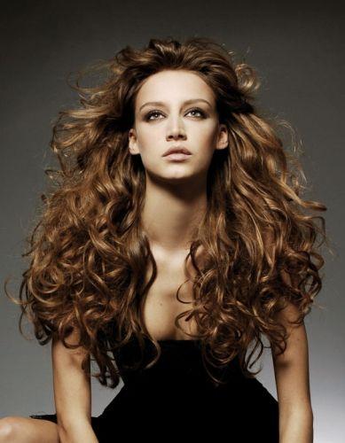 Elle a les longs cheveux