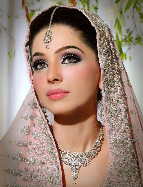 most beautiful indian bridal makeup. without the undesirable patchiness that often comes with manual application scroll down and find the most beautiful ...