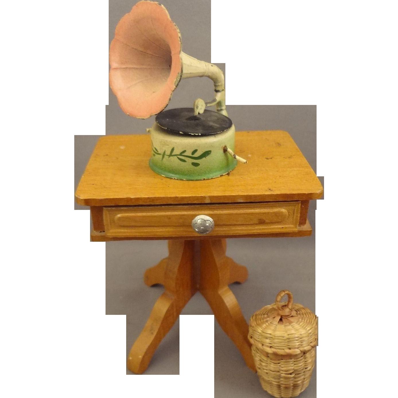 Basket W//Thread?Scissors Dollhouse Miniatures