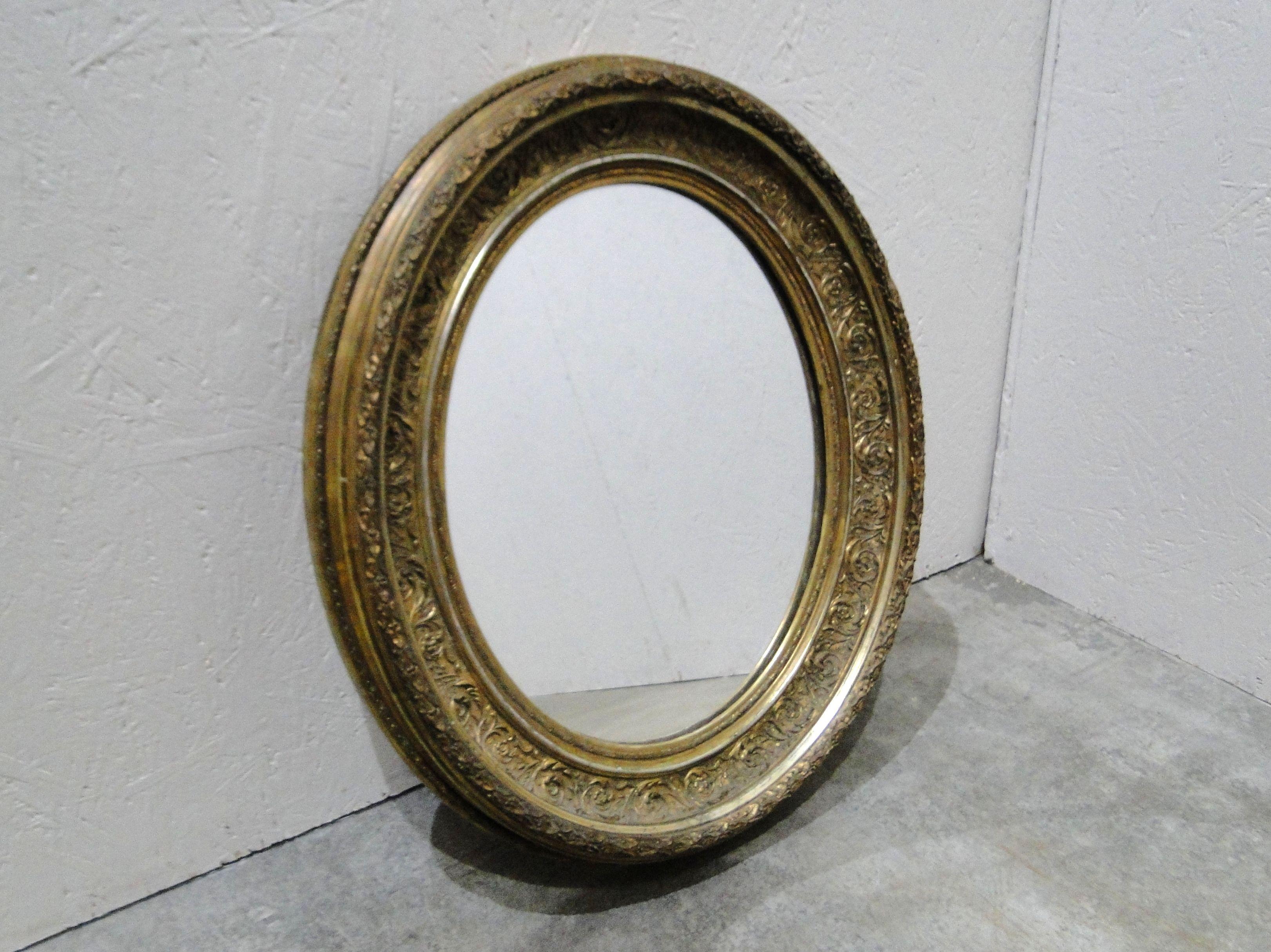 61) A Good Vintage Gilt Framed Round Wall Mirror
