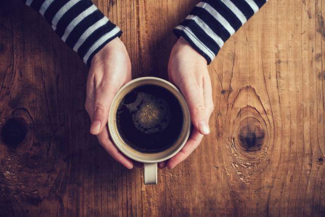身近な飲み物のカフェイン含有量ってどれくらいその危険性と注意点とは
