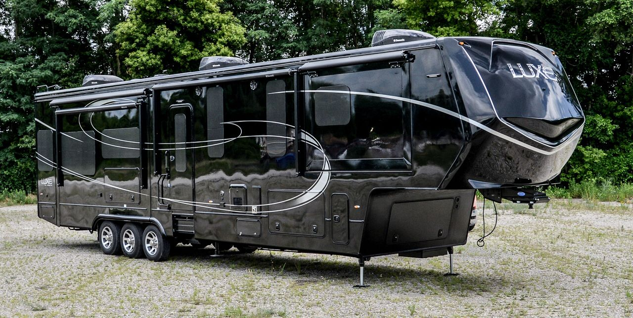 Check Out This 2017 Augusta Rv Luxe Lf 42md Out On Rvtrader Com