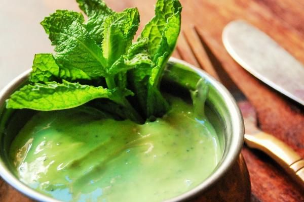 Salsa De Yogur Y Menta Hindú Fácil Receta Salsa De Menta Salsa De Yogur Recetas De Salsas